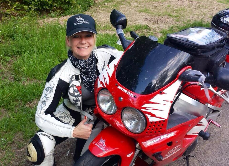 Frauen fahren Motorrad